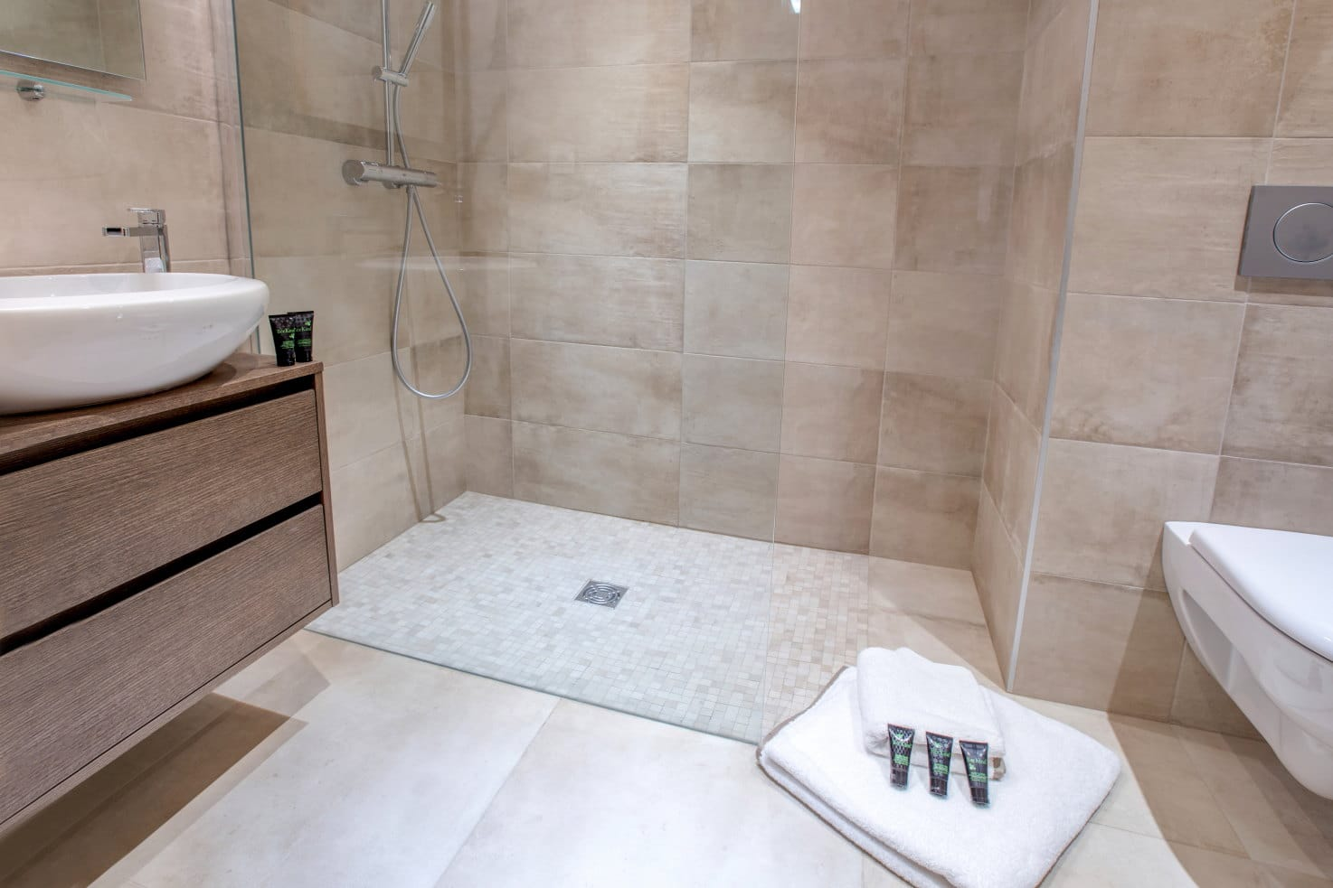 Altaka 4 Bathroom