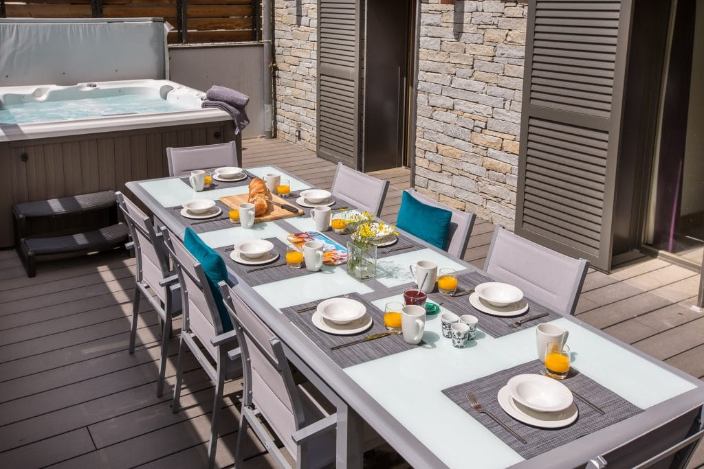 ElevationAlps Chalet Joli Hot Tub & Outdoor Dining