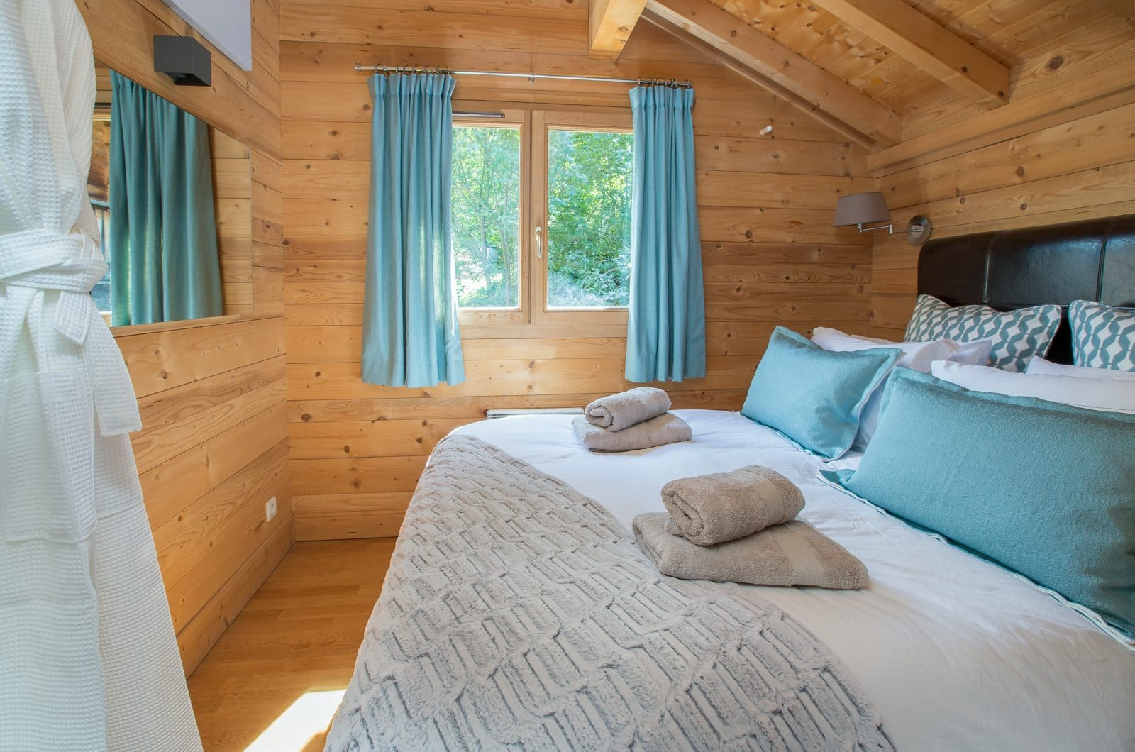 Elevation Alps Chalet La Dranse Bedroom 3