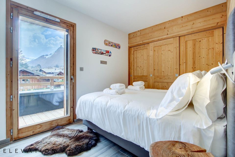 Contemporary bedroom with views of Nyon
