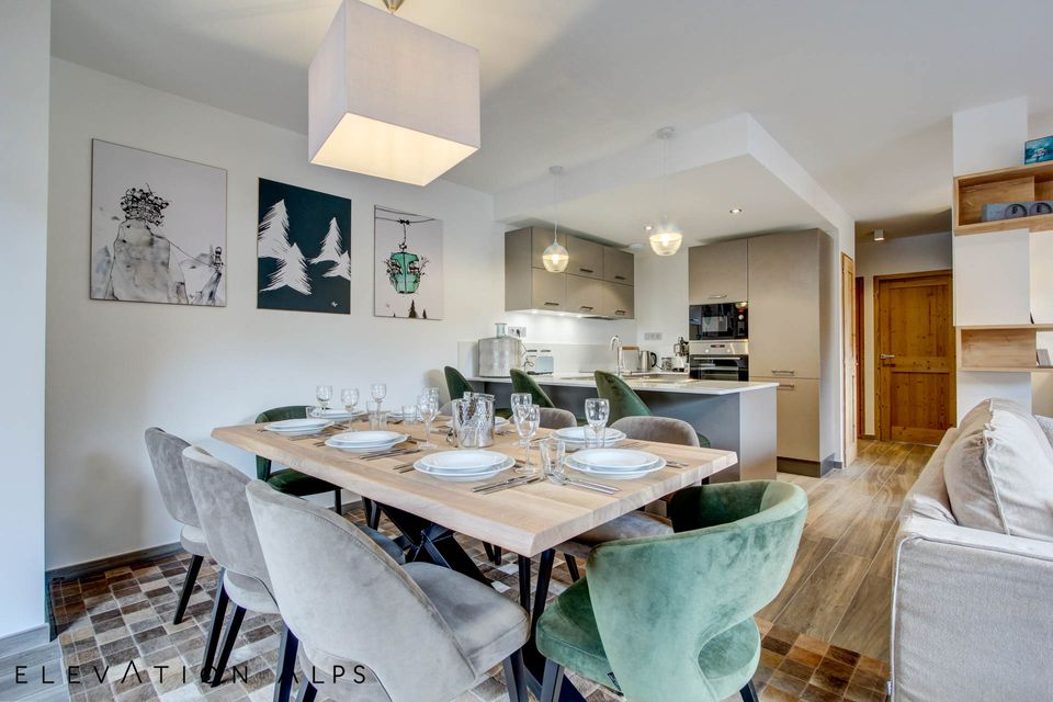 Stylish Open Plan Family Dining Area