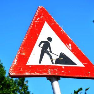 morzine to avoriaz under construction sign