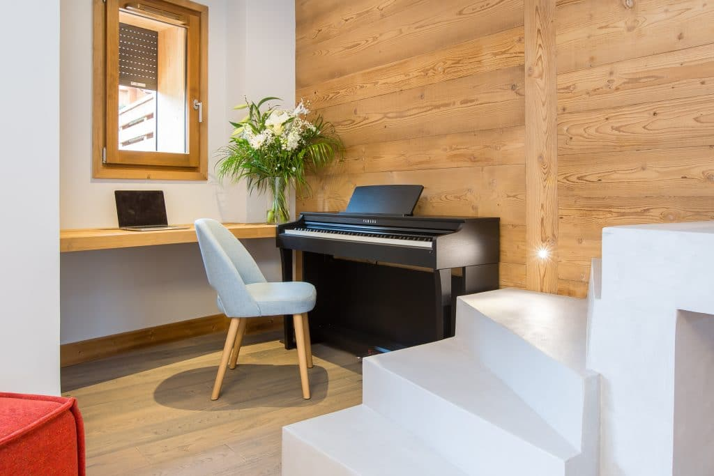 Loup'ka desk and piano